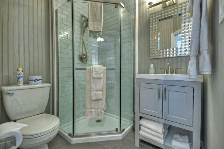 Marilyn bathroom1
