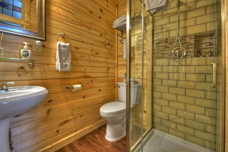 cabin bathroom2