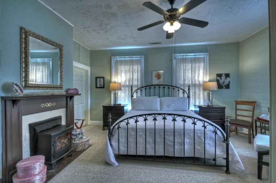 The Marilyn Monroe Room at Blue Ridge Inn Bed & Breakfast